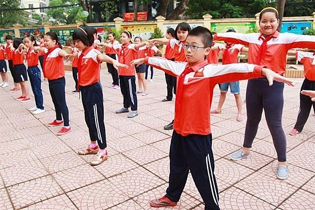 The 2021-25 National School Health Programme sets a goal for 80 percent of schools having at least one area to ensure necessary equipment and tools for physical education and sports activities. Photo: baochinhphu.vn