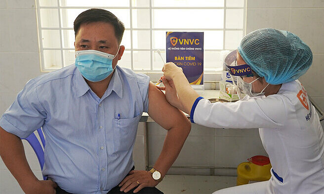 Vietnam adopts many measures to ensure Covid-19 AstraZeneca vaccination safety
