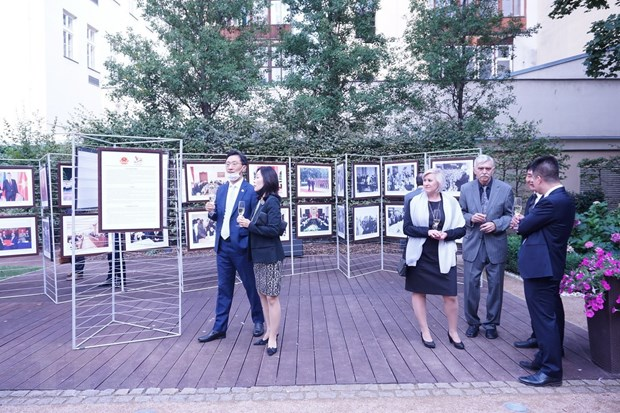 Photo exhibition highlights Vietnam-Czech traditional relations