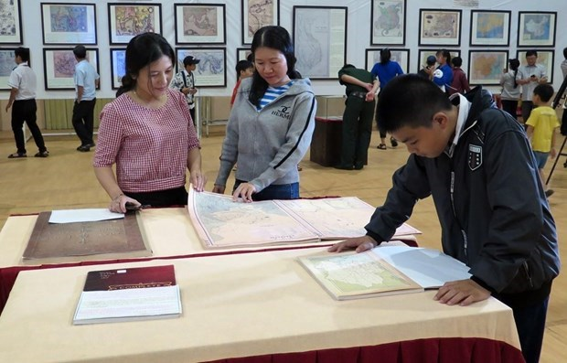 exhibition on vietnams sovereignty over hoang sa and truong sa ongoing in da nang