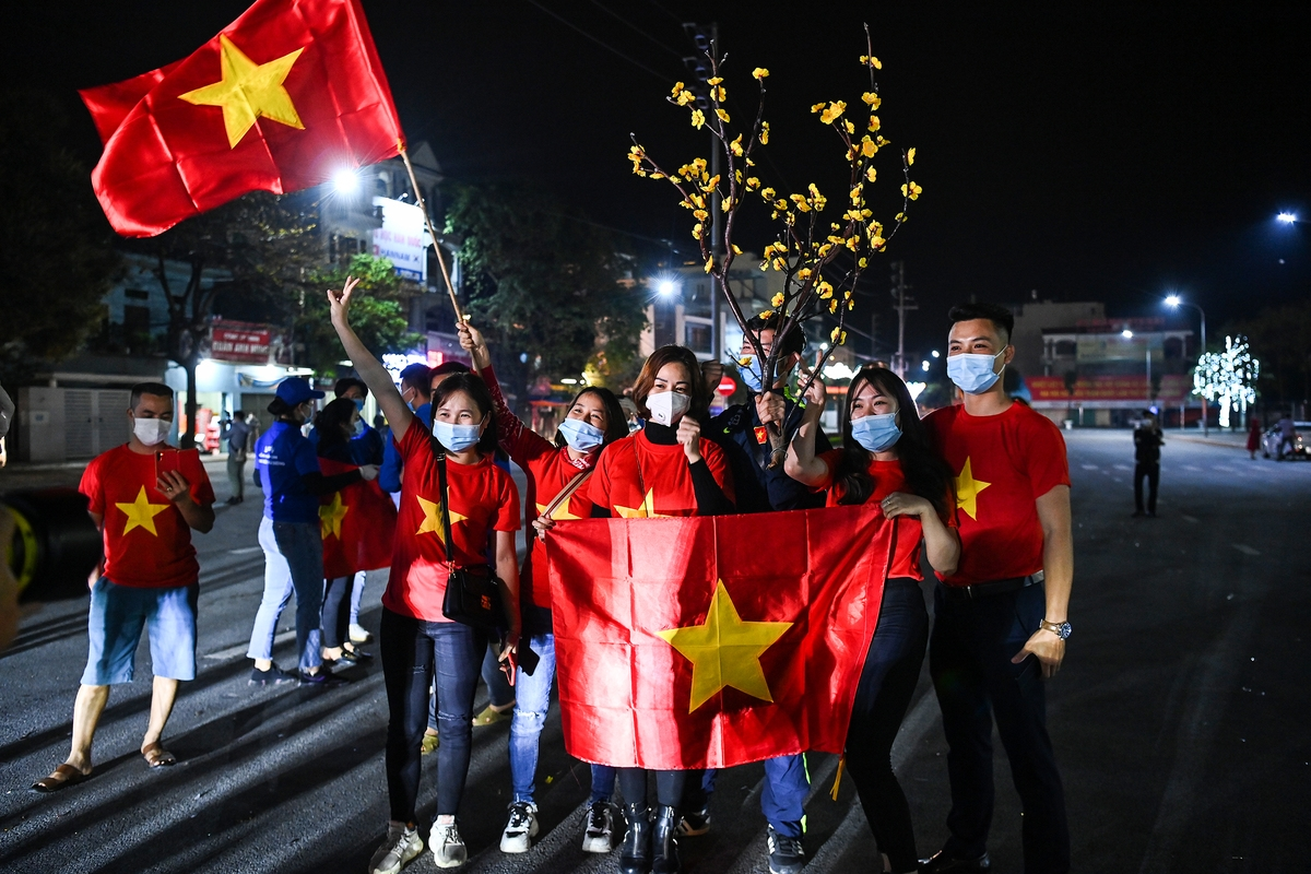 Hai Duong residents cheer for social distancing removal
