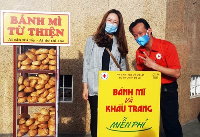 Free bread and face masks lockers in Da Lat during COVID-19 time