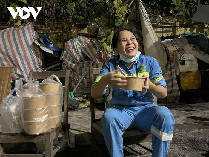 """""""Pho Love"""" for Hanoi's Sanitation Workers During Covid-19 Crisis"""