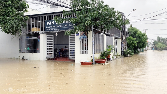1,500 residents in Nha Trang evacuate over flooding fear