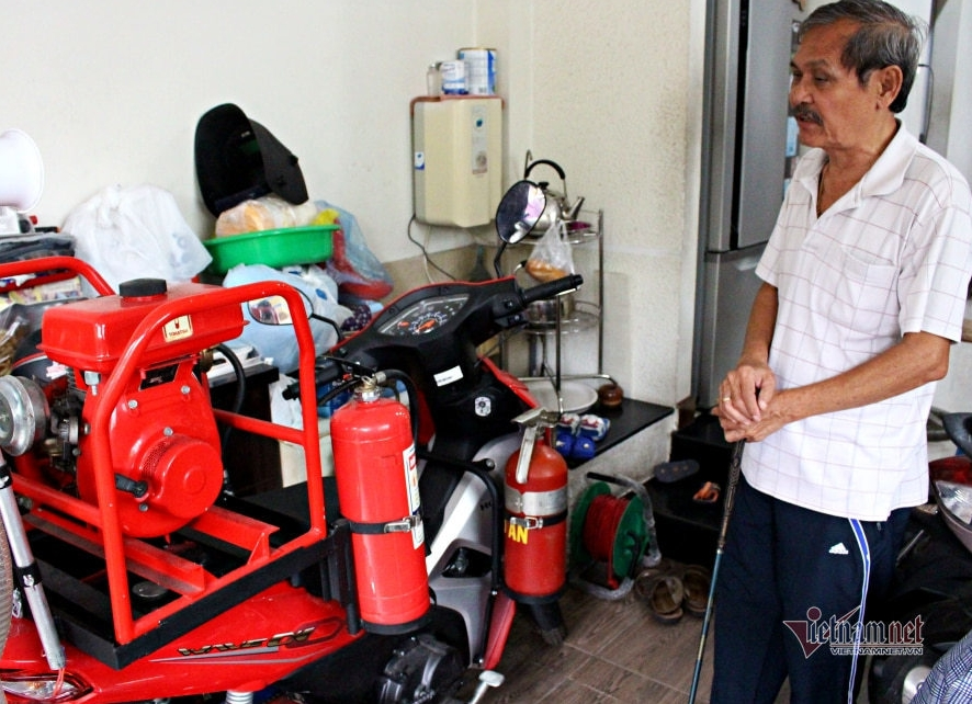 a saigonese invents fire truck that can enters small lanes