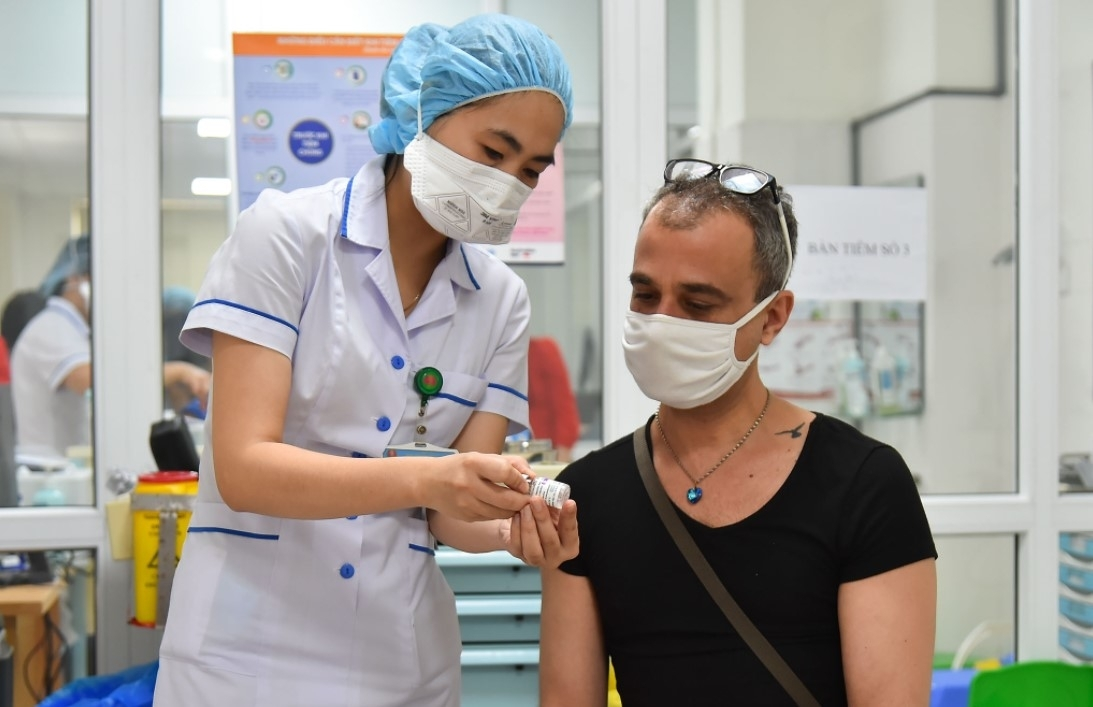 Expats In Ho Chi Minh City Share Vaccination Experience