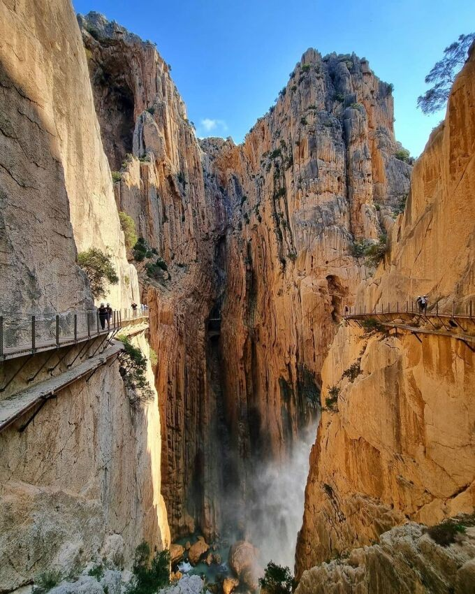 Climb El Caminito del Rey – The World's Scariest Hike Challenging The Bravest Hearts