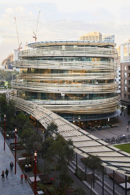 """Sydney: The Stunning """"Exchange"""" Building Wrapped By Irregular Wooden Threads"""
