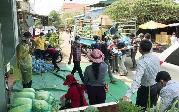 Over 14 tonnes of rice delivered to Vietnamese Cambodians under quarantine