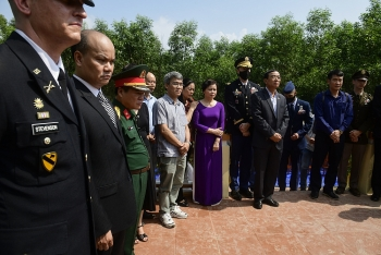 Vietnam, US commemorate personnel engaging in MIA search died in 2001 helicopter crash