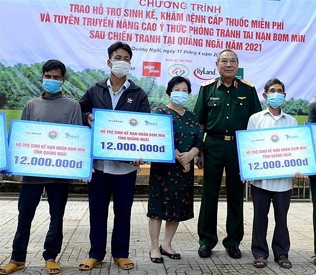 Livelihood support, free medical check-ups given to UXO victims in Quang Ngai