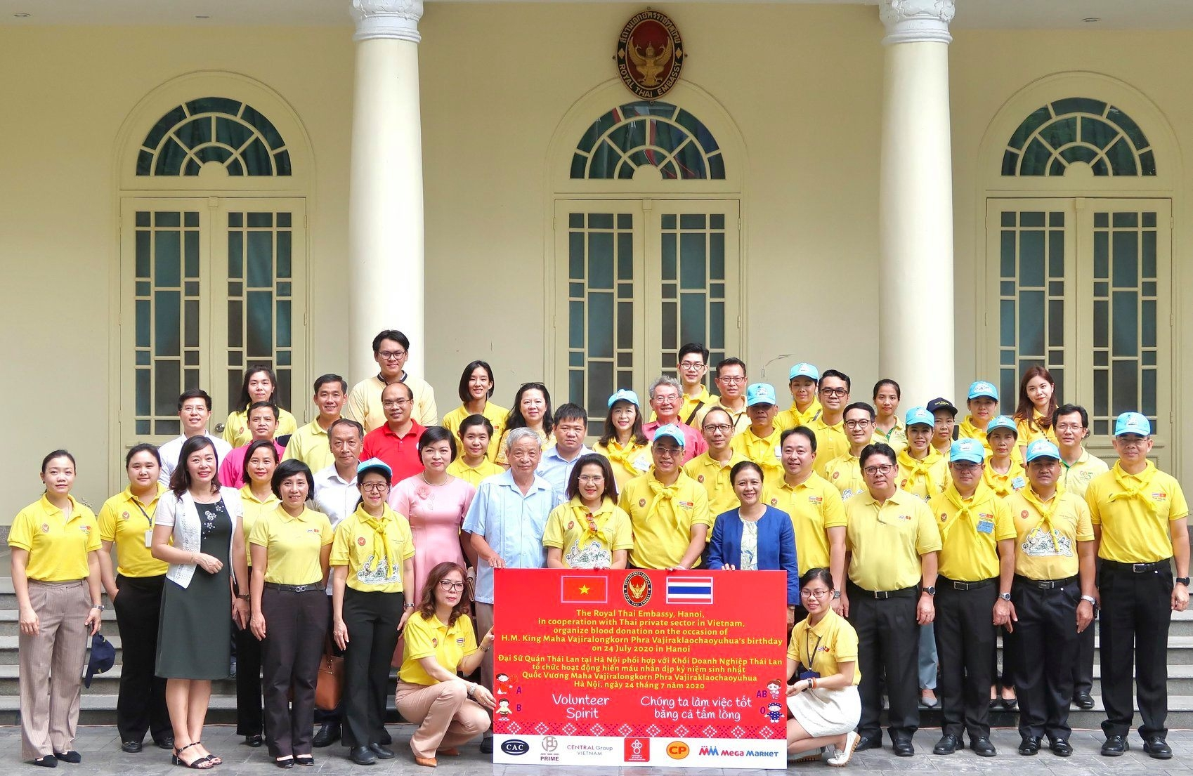 ambassador hails volunteerism in vietnam thailand friendship