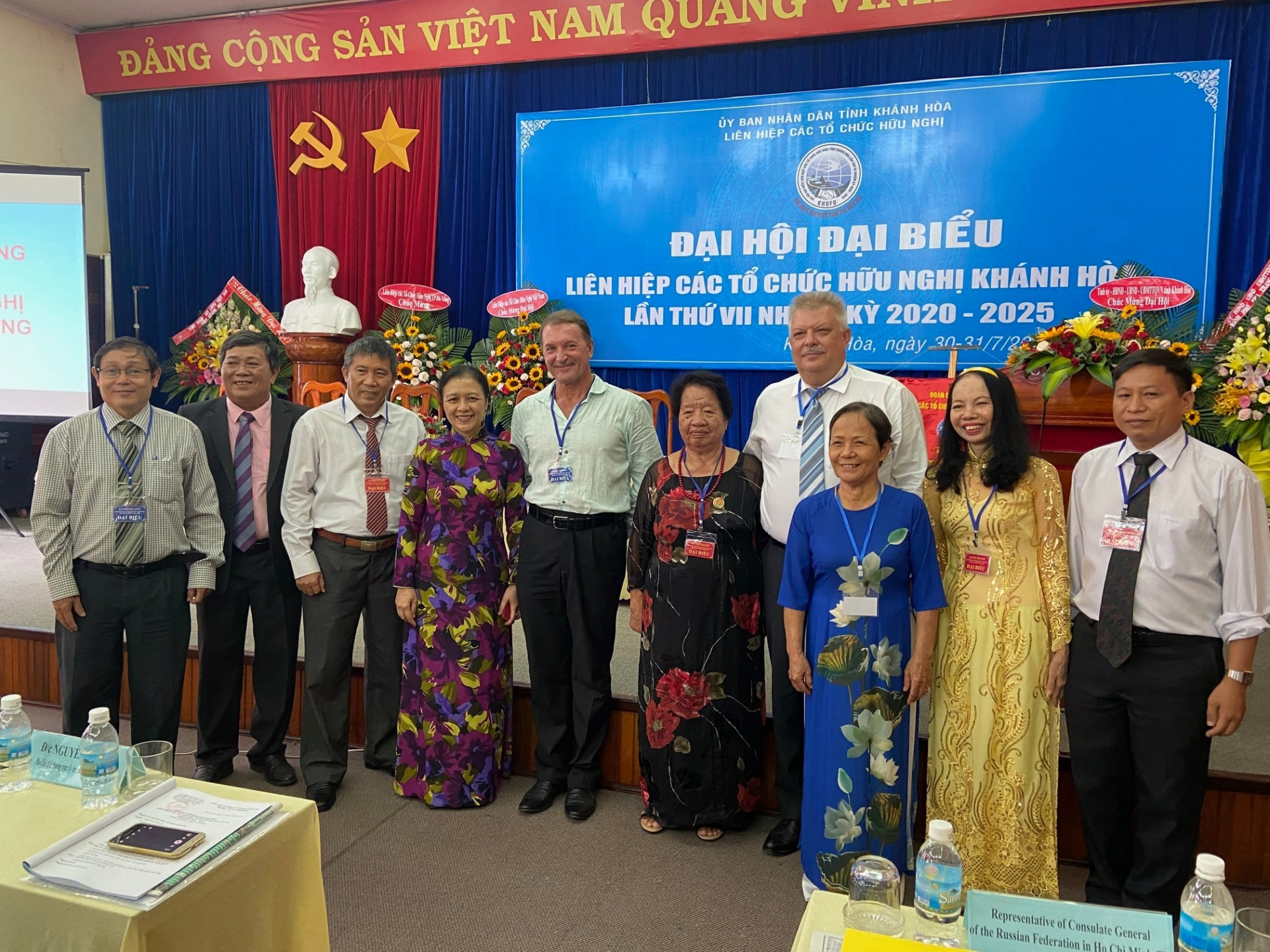 vufo honours three russian officials in hcm city