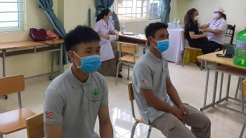 Over 800 Staff of Humanitarian Mine Action Organizations in Quang Tri Vaccinated