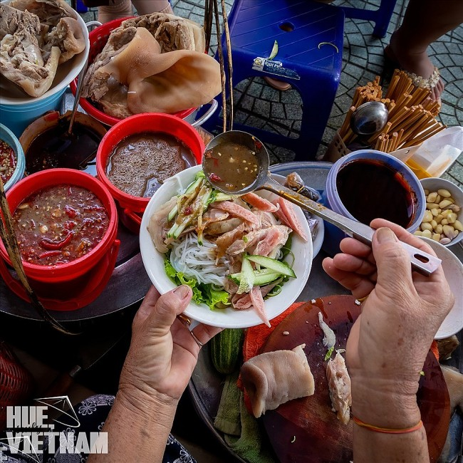 Must-try Dishes in the Ancient Capital of Vietnam Through Photos of Local Photographer