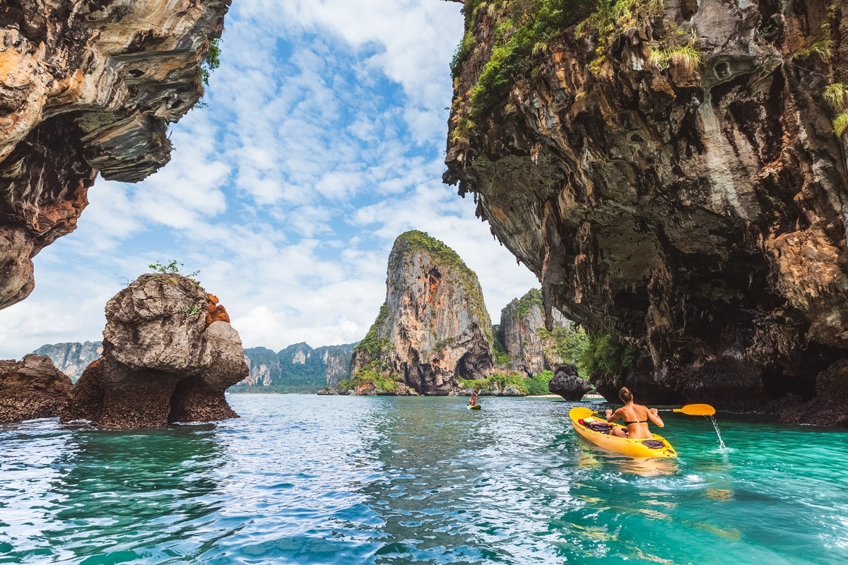 canadian newspaper praised ha long bay one of a must visit destination