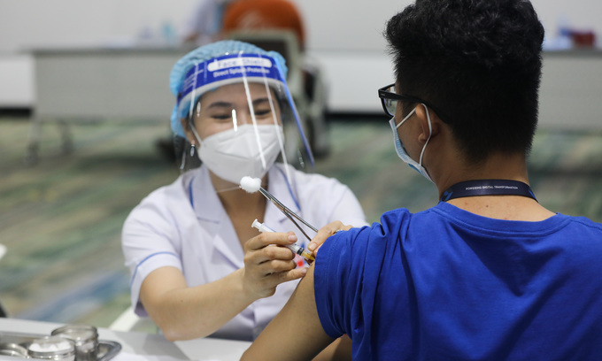 A man is injected with a Covid-19 vaccine shot in HCMC, June 2021. Photo by VnExpress/
