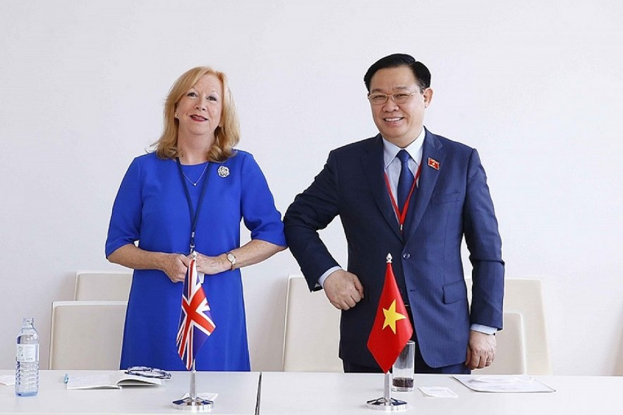 NA Chairman Vuong Dinh Hue says Vietnam supports the UK in strengthening ecnomic ties with ASEAN, during his meeting with Deputy Speaker of the House of Commons of the United Kingdom Eleanor Laing in Vienna on September 7.