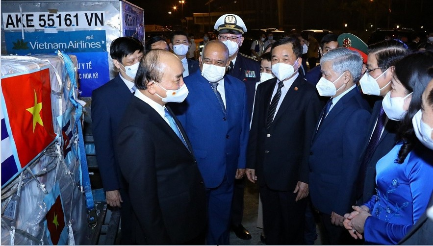 State President Nguyen Xuan Phuc returns to Vietnam from his working trips to Cuba and the United States, bringing home hauls of vaccines and medical supplies for COVID-19 fight. (Photo: VNA)