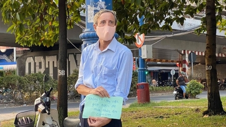 British teacher in Vietnam 'begs for meal' during COVID-19 outbreak