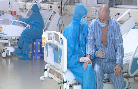 Video: British couple and their journey of COVID-19 treatment in Vietnam