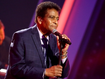 who is charley pride worlds famous singer just passed away