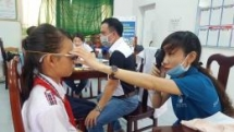HKI provides eye examination and glasses to 130 students in Can Tho